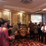 Pemukulan Gong oleh Walikota Makassar (Bp. Danny Pomanto)