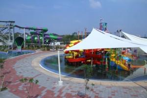 Wahana Water Park Go! Wet, Grand Wisata