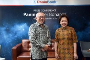 Herwidiyatmo (58) Presdir Panin Bank (kiri), Roosniati Salihin (65) Wakil Presdir Panin Bank (kanan).