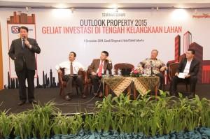 Seminar Sehari dengan tema Outlook Property 2015, Geliat Investasi di Tengah Kelangkaan Lahan yang digelar Majalah Property&Bank, di Grand Sahid Jaya Jakarta.