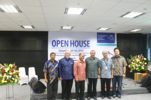 Michael Widjaja, Grup CEO Sinar Mas Land (paling kanan) menghadiri Open House IULI di BSD City
