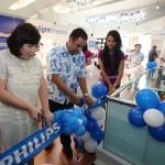 Prosesi Pengguntingan Pita Philips Home Lighting Store Bogor
