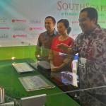 Direksi Progress Group Di depan Maket Paradise Serpong City