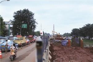 Proyek pelebaran jalan raya Kalimalang.