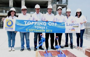 Prosesi topping off Lagoon Apartment@Betos