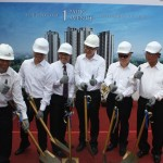 Proses Topping Off 1 Park Avenue. Tampak (dari kiri ke kanan), Budiman Kurniawan (Pimpinan Proyek 1Park Avenue), Utama Gondokusmo (Direktur Intiland), Suhendro Prabowo (Wakli Presiden Direktur Intiland), Archied Noto Pradono (Direktur Intiland), Hendro S Gondokusumo (Presiden Direktur dan CEO Intiland) dan Cosmas Batubara (Komisaris Intiland)