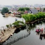 Suasana Floating Market Bandung yang ramai pengunjung