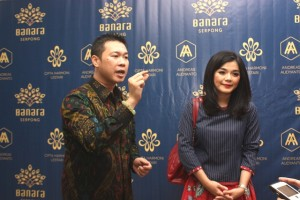 Marketing Director Serpong Bangun Cipta, Andreas Audyanto (kiri) dan Merry Riana, motivator saat press conference peluncuran Banana Serpong, 18/11/2015