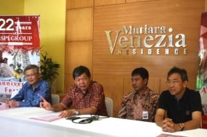 Komisaris Utama ISPI Group Preadi Ekarto (dua dari kiri) saat jumpa pers