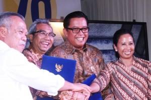 Menteri PUPR Basuki Hadimuljono, Sekjen Kementerian PUPR Taufik Widjoyono, Dirut Perumnas Himawan Arief dan Menteri BUMN Rini Hariani Soemarno