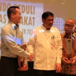 Wakil Gubernur DKI Jakarta Djarot Saiful Hidayat (tengah) dan Direktur Intiland Utama Gondokusumo (kiri)
