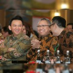 Ketua DPD REI DKI Jakarta, Amran Nukman (tengah) bersama Gubernur DKI Jakarta Basuki Tjahaja Purnama (kiri) dan Sekjen DPD REI DKI Jakarta Arvin Iskandar (kanan)