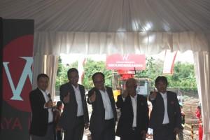 Jajaran Direksi PT Langgeng Makmur Perkasa usai ground breaking Wismaya Residence