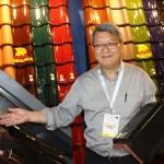 General Manager Kanmuri John S.L. Chang saat menjelaskan genteng Kanmuri