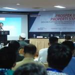 Deputi Komisioner Bidang Perbankan, Otoritas Jasa Keuangan Achmad Bukhari didepan peserta seminar properti syariah