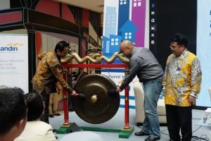 Pemukulan Gong Tanda Dimulainya Festival Properti Indonesia