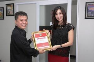 CEO PT Bogorindo Cemerlang Imelda Fransisca (kanan) dan Pemimpin Redaksi Property&Bank (kiri) saat kunjungan redaksi