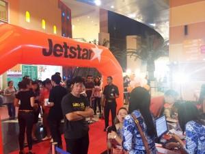 Keramaian Pengunjung Mall of Indonesia