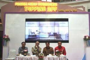 Wakil Presiden Direktur PT Metropolitan Kentjana Tbk Jeffri S Tanudjaja (dua dari kiri) saat press conference
