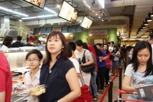 Pengunjung PASARMOI Mall Of Indonesia