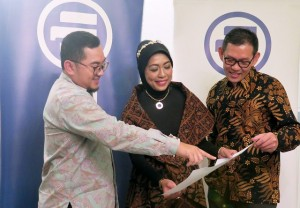 Chief of Sharia & Corporate Communication Allianz Indonesia Kiswati Soeryoko (tengah)