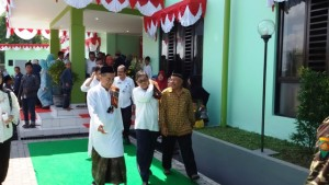 Direktur Jenderal Penyediaan Perumahan Kementerian PUPR Syarif Burhanuddin (tengah) saat peresmian Rusunawa Pondok Pesantren Siti Nur Sa'adah di Sidoarjo, Jawa Timur