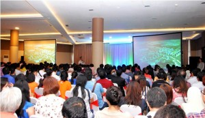Corporate Marketing Director PT Modernland Realty Tbk.. Andy K Natanael didepan ratusan agent properti