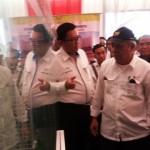 (ki-ka) Dirut Perum Perumnas Himawan Arief Sugoto, Menteri PUPR Basuki Hadimuljono dan Gubernur Sumsel Alex Noerdin di depan maket Rusun Jakabaring
