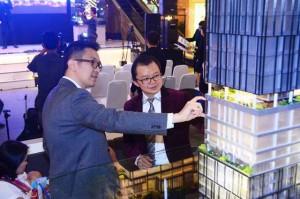 CEO Triniti Property Group, Bong Chandra (kiri) dan Direktur Utama PT. Triniti Dinamik, Samuel Stepanus Huang (kanan) didepan maket The Smith SOHO & OFFICE
