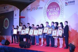 Public Relations Manager Paramount Land Tri Eny Anggraeny (dua dari kiri) bersama pemenang IDPBA 2016