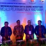Prosesi pembukaan Rakerda DPD REI DKI Jakarta oleh Wakil Gubernur DKI Jakarta Djarot Saiful Hidayat (dua dari kiri)