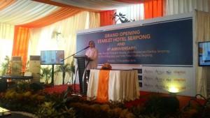 Walikota Tangerang Selatan Airin Rachmi Diany saat peresmian Starlet Hotel Serpong