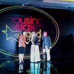 General Manager SPS Group Tuti Mugiastuti saat menerima trophy