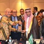 Ketua Umum DPP Realestat Indonesia (REI) Soelaeman Soemawinata (kiri berjabat tangan) bersama delegasi pengembang dari Arab Saudi