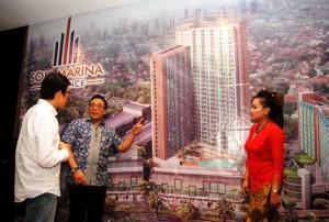 Wahyu Wisnugroho, GM Grup Soll Marina (Tengah) sedang memberikan penjelasan apartemen Soll Marina Residence kepada agen properti pada saat acara Agent Gathering & Product Knowledge, Jum'at (21/4).