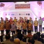 Wapres RI Jusuf Kalla didamping undangan lainnya saat pembukaan IIMS 2017