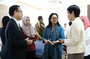 Direktur Jenderal Pembiayaan Perumahan, KementerianPUPR, Lana Winayanti (tiga diri kiri) bersama tim dari World Bank