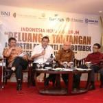 Para pembicara diskusi Indonesia Housing Forum: Peluang dan Tantangan Industri Properti di Jabodetabek Semester II-2017.