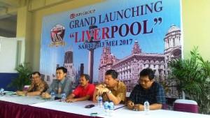 Komisaris Utama ISPI Group Preadi Ekarto menjelaskan produk Liverpool saat jumpa media