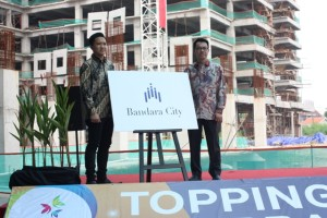 Direktur Utama Provident Development Ronnie Mustafa (kanan) dan Head of Sales & Marketing Grand Dadap City Hadiwanto (kiri) memperkenalkan nama baru Grand Dadap City