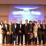 Ketua Umum DPP REI yang juga Presiden FIABCI Indonesia Soelaeman Soemawinata (tengah) bersama delegasi Indonesia.