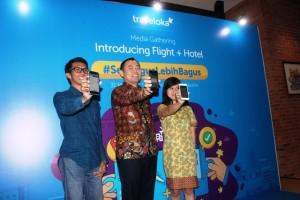 Seremonial peluncuran layanan pemesanan tiket pesawat  plus hotel dari Traveloka