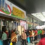 Antrian pengunjung saat pembukaan IPEX 2017, Jumar (11/8)