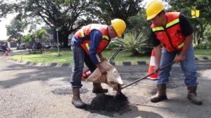 Ini Cara PUPR Atasi Kerusakan Jalan, Teknologi Tambalan Cepat Mantap